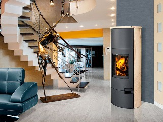 Kachle LUGO 04 W majú všetky parametre moderných kozubových kachlí asú vhodné aj do nízkoenergetických domov.