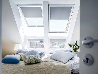 Bezúdržbové strešné okno GLU je novinkou od spoločnosti VELUX. Otvára sa pomocou spodnej kľučky, preto je vhodné do vyšších polôh. Jadro ztepelne upraveného dreva, ktoré má vynikajúce izolačné vlastnosti, kryje vodotesná polyuretánová vrstva sdlhou živo