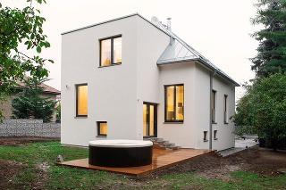Dom v Prahe otočili