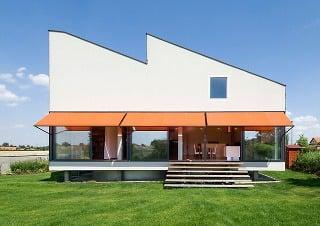 Netypický trojpodlažný dom s