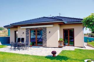Všetko na jednej úrovni – ztejto základnej charakteristiky bungalovu vyplýva nielen pohodlie pri užívaní, ale aj priaznivá cena jednoduchej stavby.