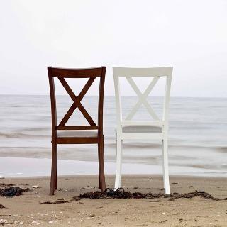 Prostonárodný švédsky dizajn stále vidí svoju perspektívu v rukách súčasných návrhárov. Stoličky značky HansK