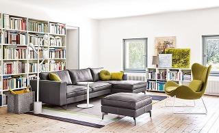 Napínavý kontrast jesene docielite kombináciou teplej hnedej podlahy, stenami v mušľovej bielej a nábytkom či obrazmi v olivovozelenej farbe, ktorá je typická pre toto ročné obdobie. Nábytok značky Calligaris predáva Livingin, Lightpark.