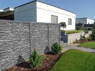 Skúste plot z betónových