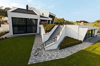 Extravagantný rodinný dom z tehly