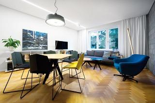 Trojizbový byt z50. rokov minulého storočia kúpila mladá dvojica vpôvodnom stave. Jeho radikálna rekonštrukcia trvala šesť mesiacov, výsledok však rozhodne stojí za to.