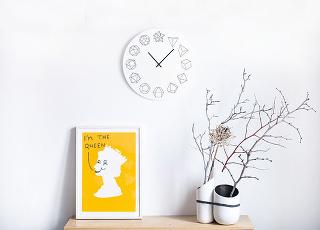 Geometrické od značky Solidho Wall Clock, matematiku nahrádza geometria, čierno-biele, plexisklo, 40 × 3 × 40 cm, 65,20 €, www.crowdyhouse.com