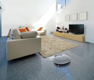 Robotický vysávač LG Hom-Bot Turbo+ ľahko pripojíte na wifi, vďaka čomu získate prístup krozmanitým funkciám. Pomocou Home ViewTM možno monitorovať domácnosť vreálnom čase. Home Guard™ je zase funkcia detekcie pohybu. Vďaka prednej kamere tak môžete svo