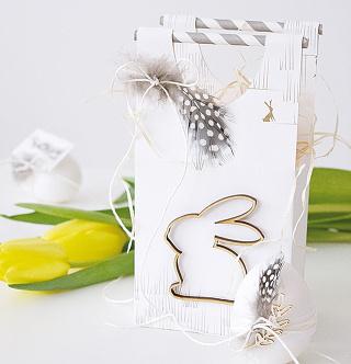 Taštičku spolu s ozdobenými vajíčkami nemusíte len darovať. Budú veľmi milou dekoráciou aj vo vašom interiéri.