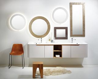 ZAOBLENÉ TVARY AMATNÝ POVRCH nábytku Dream Top zdielne Le Bon doslova nabádajú kdotyku. Prepracované detaily, vyladené kombinácie farieb aštruktúry dreva si zamilujete.