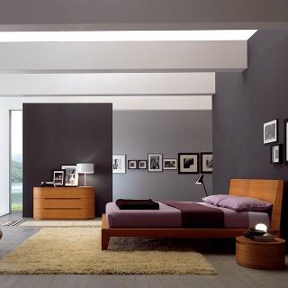 Základom farebnej palety tejto izby sú neutrálne a prírodné tóny, oživenie dodali odtiene malín, brusníc a fialiek. Vzniklo tak upokojujúce a elegantné prostredie.