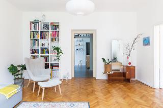 Pôvodný duch priestoru zostal zachovaný na želanie majiteľov. Chceli ho doplniť ojednoduché ale kvalitné interiérové prvky. Požiadavkou tiež bolo ponechať dostatok priestoru pre zeleň aumenie.