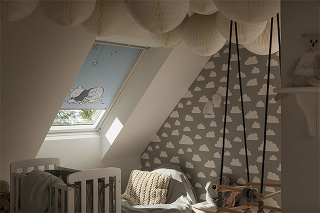 Úplne zatemňujúce rolety stopercentne zatemnia detskú izbu. © Disney