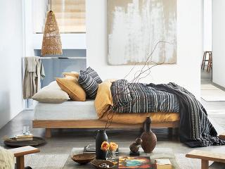 Ak neviete, do akých farieb ošatiť svoju spálňu, siahnite po zemitých odtieňoch. Hnedá, béžová asivá spolu dokonale ladia, do priestoru vnášajú teplo apôsobia mimoriadne príjemne. Plusom je, že sa výborne dopĺňajú aj sinými farbami, ktoré miestnosť ešt
