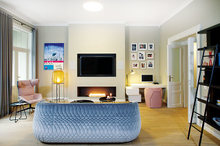 Razantne nežnou by sa dala nazvať rekonštrukcia pražského bytu pod taktovkou dvoch dizajnérok. Razantné praktické zmeny vdispozícii zavŕšilo zariadenie, ktorému vládne harmónia asúlad vo farbách itvaroch.