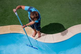 Čistota vody je základom údržby bazéna.