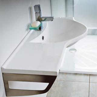 Jedným z kritérií pri výbere umývadla by mal byť aj dostatok odkladacích plôch na všetko, čo potrebujete mať vždy po ruke.