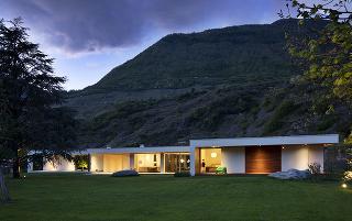 Villa Geef, ktorú navrhli architekti zDamilano Studio Architects, stojí vmalebnom údolí Lombradie, hornatej oblasti na severe Talianska.