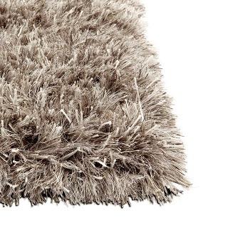 Ručne viazaný koberec Monika zo 100 % polyesteru s vysokým vlasom od firmy BoConcept.