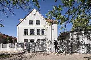 Spoločný dom pre tri