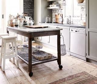 Vzdušný, praktický akedykoľvek poruke. Do menšej kuchyne je vhodnejší stôl na kolieskach, ktorý vám pracovnú plochu zväčší. Jeho výška by mala byť zhodná svýškou linky, aby sa vám pohodlne pracovalo.