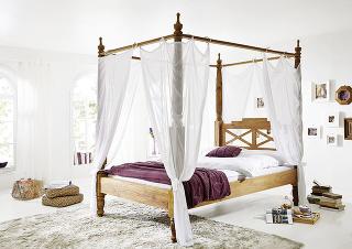 posteľ z masívu
