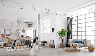 Centrom obývačky je miesto, ktoré najviac pritiahne pozornosť. Môže to byť kozub, veľké okno svýhľadom, rozložitá sedačka, napríklad vtvare U, televízor alebo iné. Centrum vám môže tiež poskytnúť samotná miestnosť alebo ho vytvoríte vy sami – usporiadan