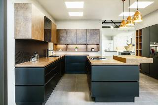 Kuchyňu Tamara Line N, v pôsobivej čierno-bronzovej kombinácii, nájdete v ponuke Siko.