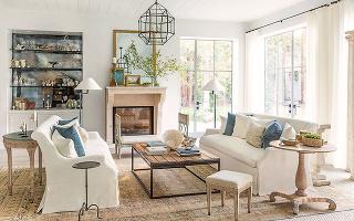 Obývačka zariadená v týchto dvoch štýloch je romantická tak akurát a nebude prekážať ani mužskému osadenstvu. Stačí vyhodiť volány, ružovú farbu a zredukovať počet doplnkov či dekorácií.