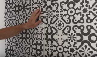 Ako nalepiť vliesovú tapetu