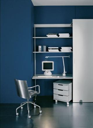V obytnom priestore možno pracovňu ukryť za posuvnými dverami. Obývacia izba či spálňa sa tak môžu meniť na pracovňu alebo naspäť úplne jednoducho – stačí jeden pohyb. (Bellato)