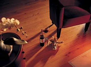 Podlaha z dreva lahodí