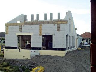 Obvodové steny sú v rodinných domoch spravidla súčasťou nosnej konštrukcie. Xella