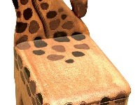 Stolička v tvare žirafy