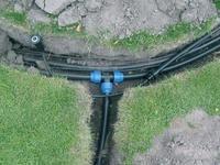 Samotná montáž spočíva v uložení potrubia do výkopov a v