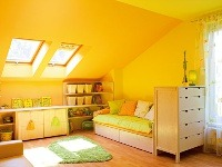 Časť izby osvetlená strešnými