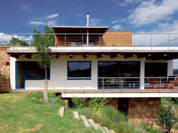 Dom Od Autorizovaného Staviteľa Postavený Do Svahu Mojdomsk