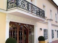 O balkónoch a terasách