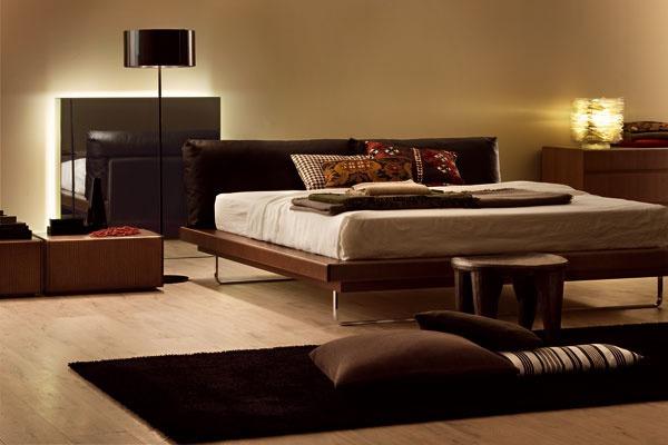 Moderná spálňa v hnedej