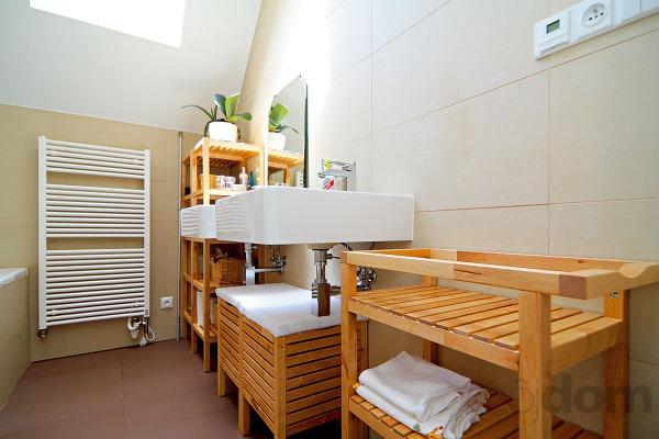 Kúpeľňu navrhli vprírodných odtieňoch