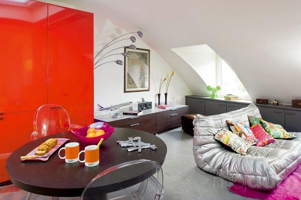 Klenba stropu vobývačke upozorňuje