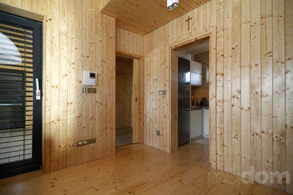 Drevený obklad interiéru navodzuje