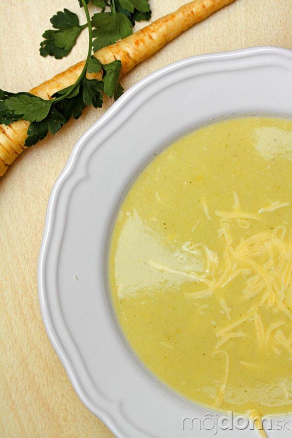 Paštrnáková polievka so syrom