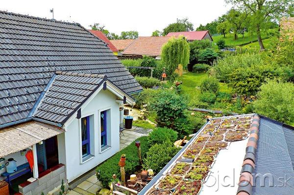 Strecha záhradného domčeka sa
