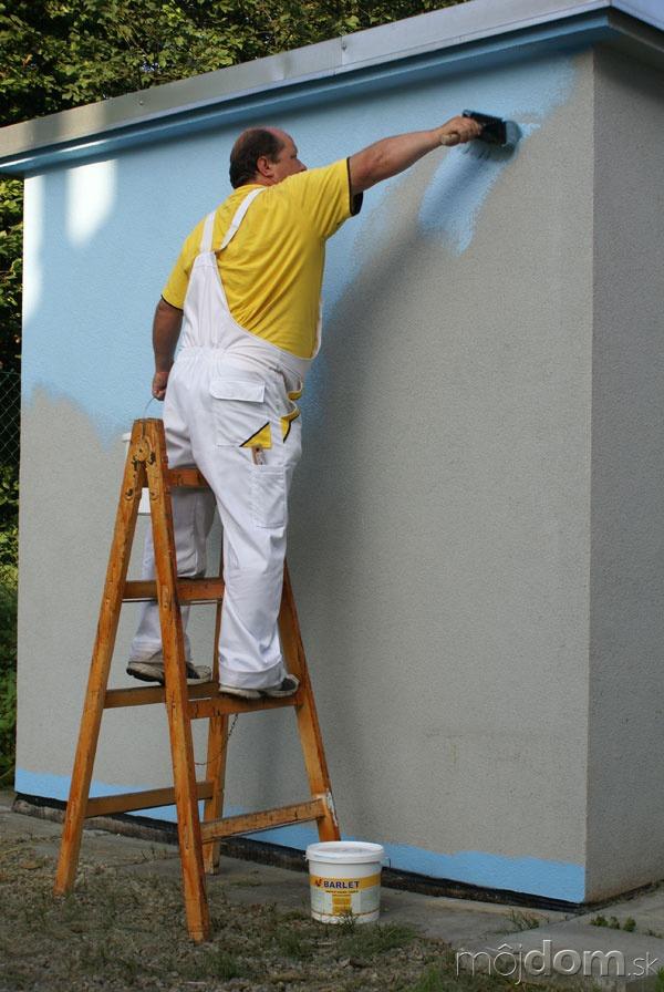 Očistenú fasádu napenetrujeme vhodným