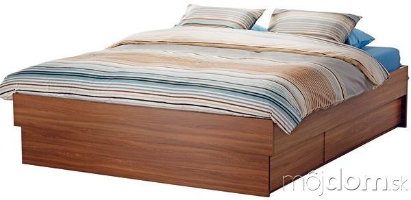Oppdal, posteľ soštyrmi zásuvkami