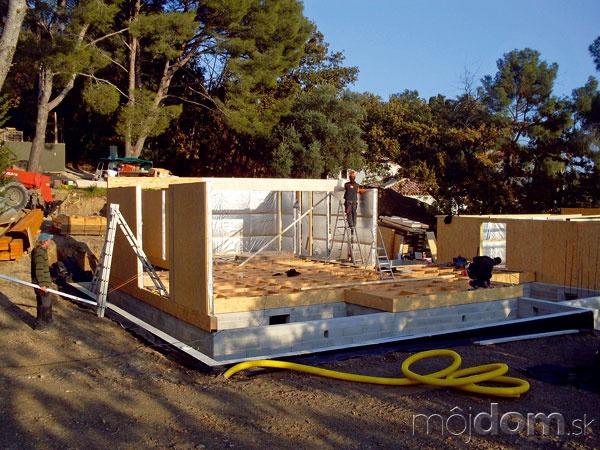 Prvý deň výstavby panelovej