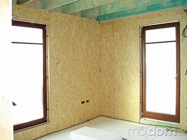 Okná zvolili drevené s
