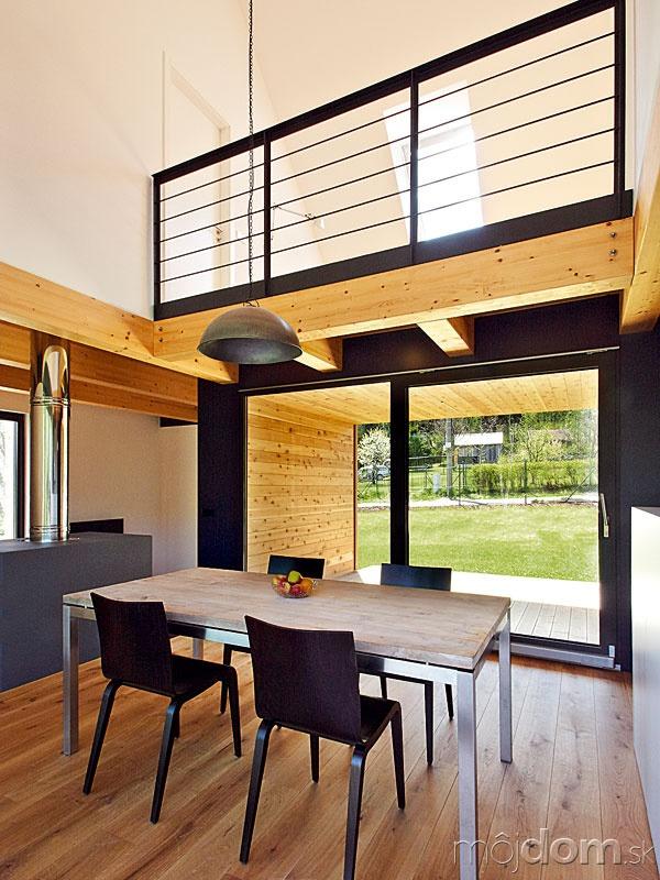 Jednoduchý moderný interiér má