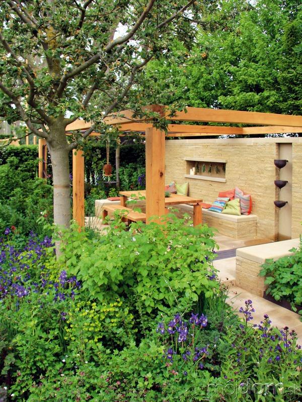 Na pergole so záhradným